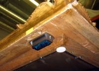 An der Rückseite des Zierrahmen eines realen Gemäldes befestigter MSR165 zur Aufzeichnung der Immissionen